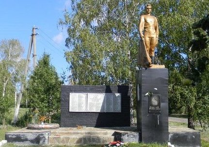 с. Рясное Золочевского р-на. Памятник установлен на братской могиле, в которой похоронено 17 воинов. На стеле размещены имена 124 земляков, не вернувшихся с войны