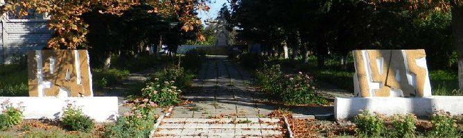 п. Старый Салтов Волчанского р-на. Общий вид братской могилы