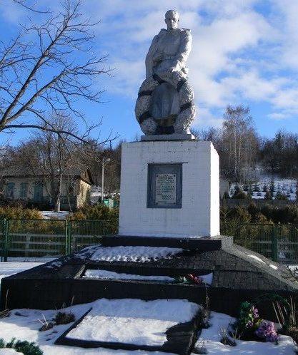 с. Красная Поляна Змиевского р-на. Памятник в центре села установлен у братских могил, в которых похоронено 380 войнов, в т.ч. 375 неизвестных