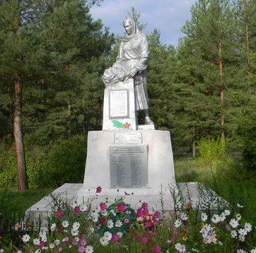 с. Курортное Змиевского р-на. Памятник установлен на братской могиле, в которой похоронено 82 воина, в т.ч. 38 неизвестных