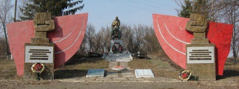 с. Шестаково Волчанского р-на. Общий вид братской могилы