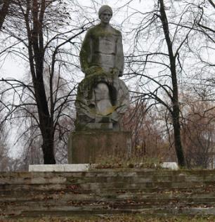 с. Цаповка Золочевского р-на. Памятник в центре села, установлен на братской могиле, в которой похоронено 12 воинов.
