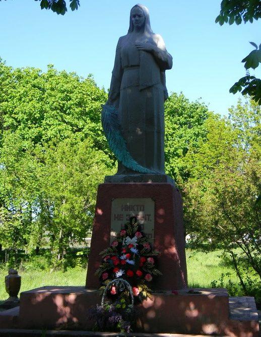 с. Антоновка Кегичёвского р-на. Памятник установлен на братской могиле, в которой похоронено 43 воина, погибших в боях за село