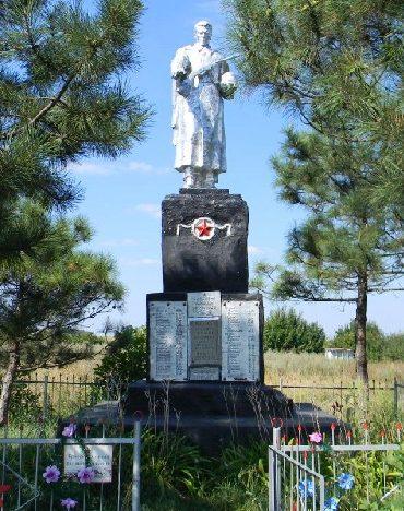 с. Дементиевка Дергачевского р-на. Памятник установлен на братской могиле, в которой похоронено 84 воина, погибших при освобождении села