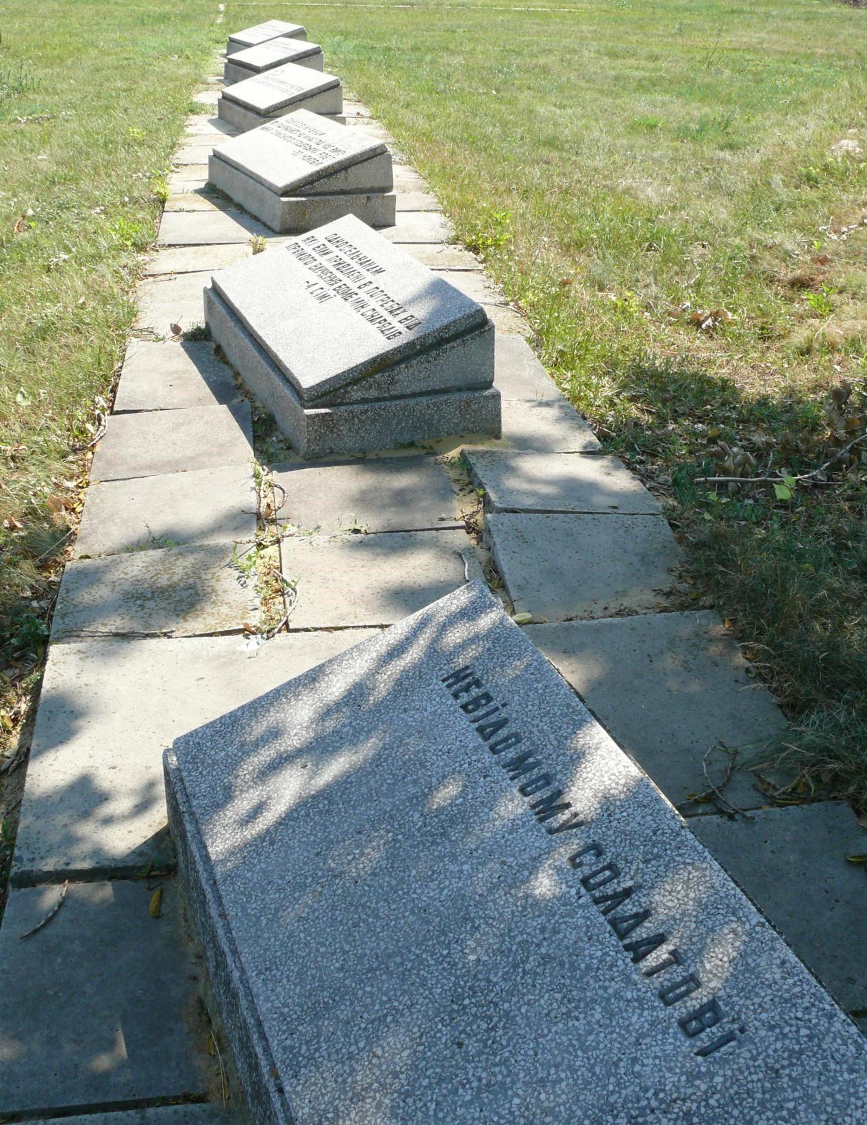 Поле с мемориальными знаками перенесенным захоронениям