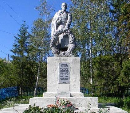 с. Мохнач Змиевского р-на. Памятник установлен на братской могиле, в которой похоронено 542 воина. Отдельно установлена стела с именами погибших земляков