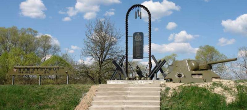 с. Нижний Бишкин Змиевского р-на. Общий вид братской могилы