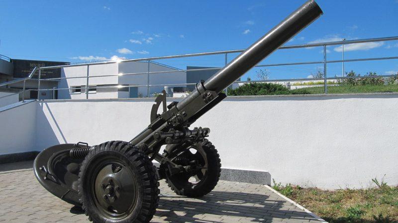 Фрагмент мемориала - 160-мм миномет
