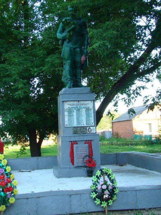 с. Варваровка Волчанского р-на. Памятник на братской могиле, в которой похоронено 68 воинов, погибших при освобождении села и умерших в госпитале от ран