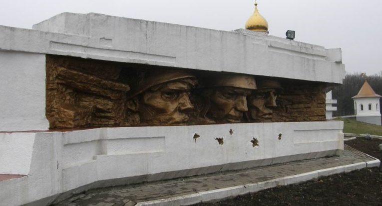 Барельефы мемориала