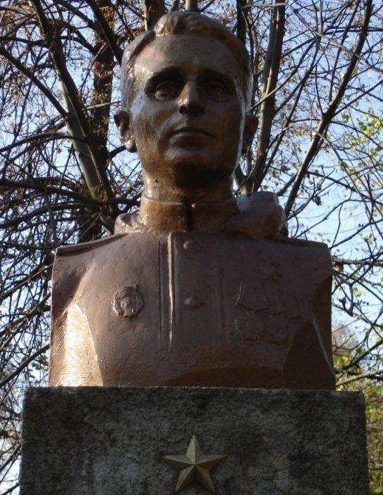 Бюст Героя Советского Союза Мищенко Ивана Васильевича