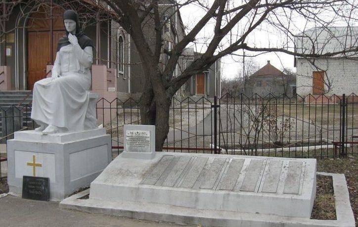 с. Черкасская Лозовая Дергачёвского р-на. Памятник погибшим на войне 288 землякам