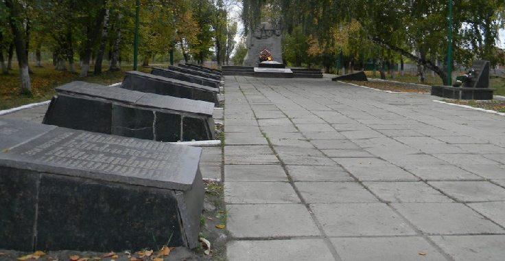 с. Тарановка Змиевского р-на. Общий вид мемориала