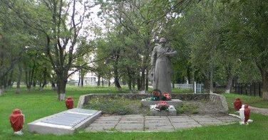 с. Шелудьковка Змиевского р-на. Общий вид братской могилы