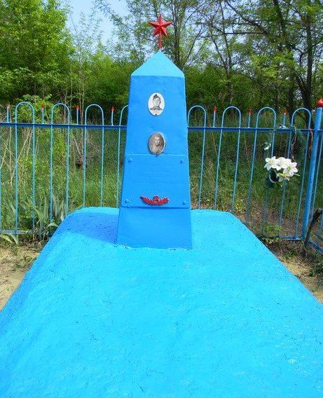 с. Головашевка Золочевского р-на. Братская могила воинов