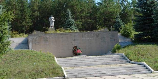 с. Колодезное Двуречанского р-на. Общий вид братской могилы