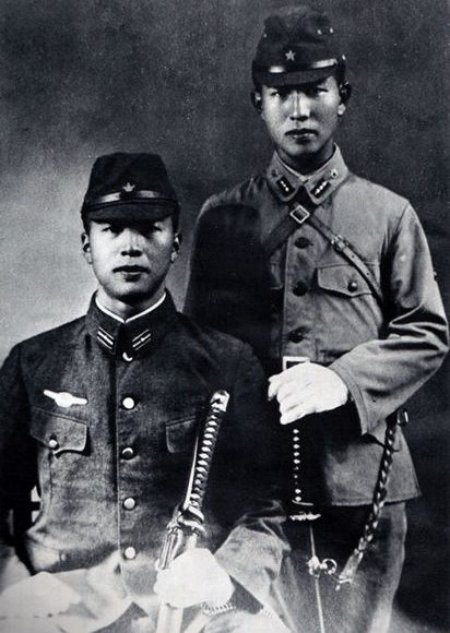 Хироо Онода (справа) в школе офицеров разведки
