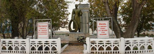 с. Зеньковщина Зачепиловского р-на. Братские могилы советских воинов и памятный знак воинам– односельчанам