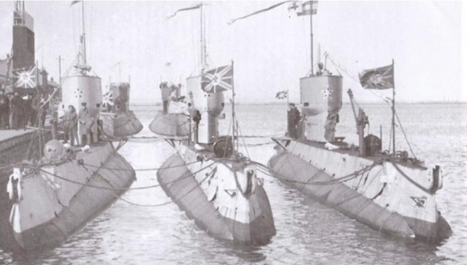 Подводные лодки «А-5»(Металлист), «А-4» (Политработник) и «А-2» (Коммунист)