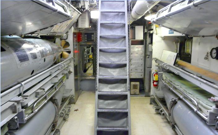 Размещения запасных торпед на подводной лодки «Becuna»