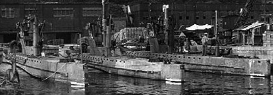 Подводные лодки « HA-102», «HA-104» и « HA-101»