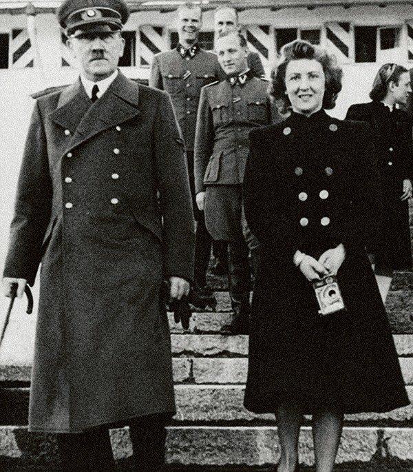 Адольф Гитлер и Ева Браун в день свадьбы.