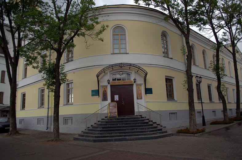 Здание духовной семинарии по улице Крылова, 7.