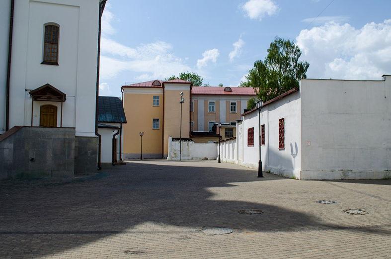 Двор бывшей тюрьмы СД.