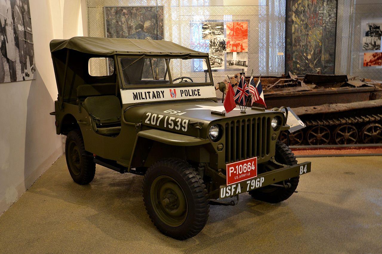 Выставка военного транспорта.