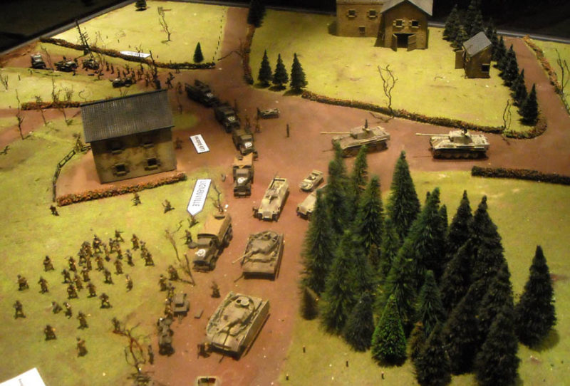 Фрагменты макета битвы американских солдат в Багнезе 17 декабря 1944 года.