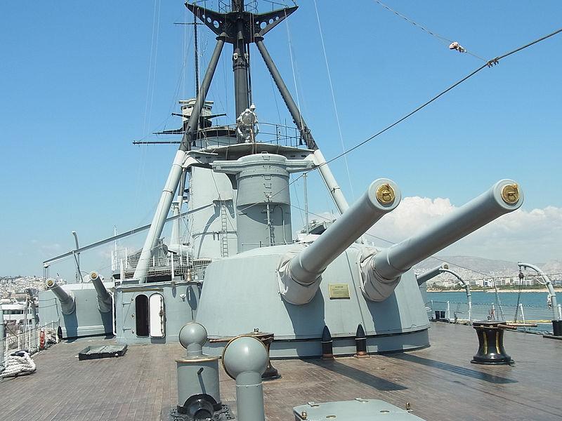 Башня главного калибра крейсера.