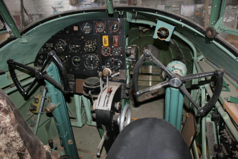 Единственный экспонат музея - учебный самолет RAAF Avro Anson.
