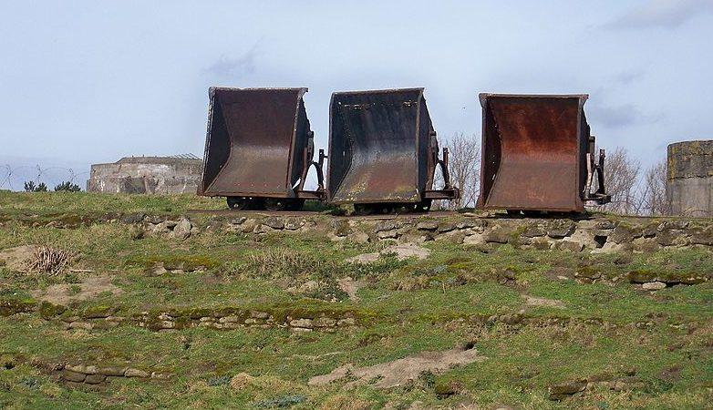 Вагонетки для перевозки грузов по узкоколейке.