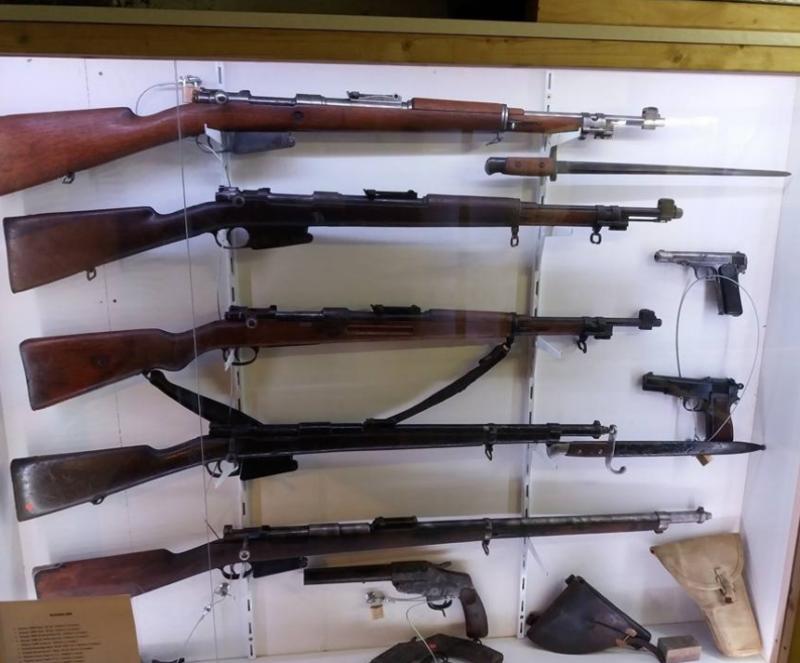 Экспозиция стрелкового оружия.
