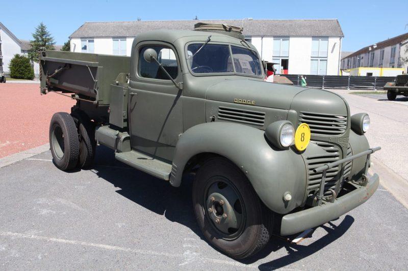 Автомобиль Dodge D-15.