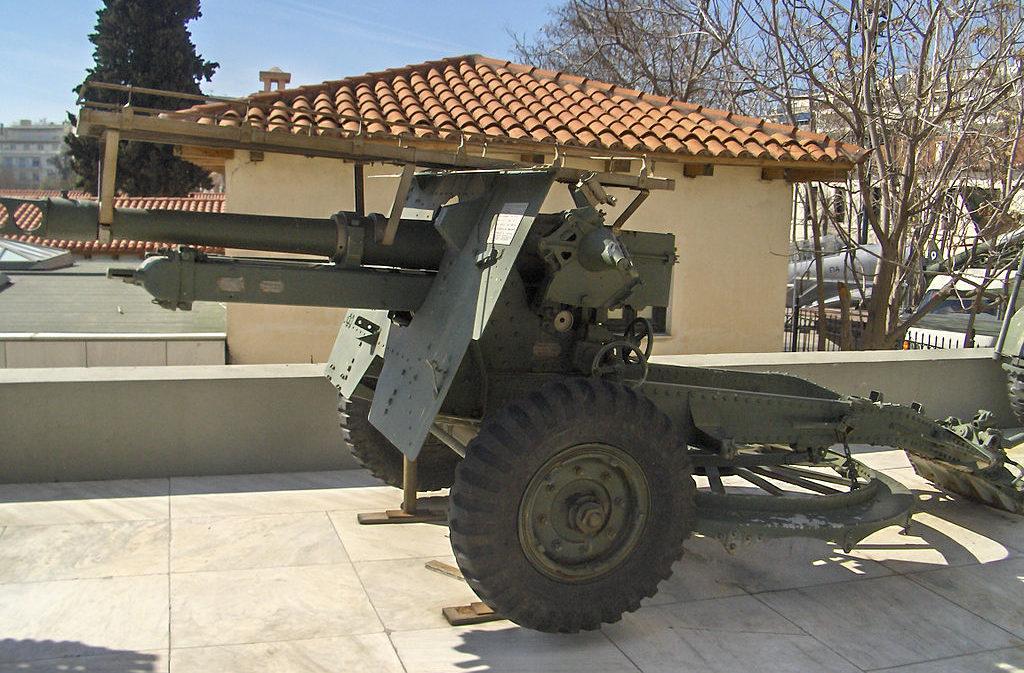 Артиллерийские экспонаты музея.