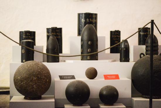 Артиллерийские боеприпасы.