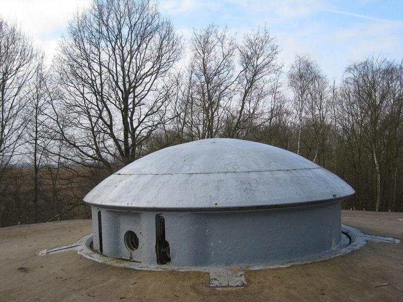 Башня 75-мм орудия.