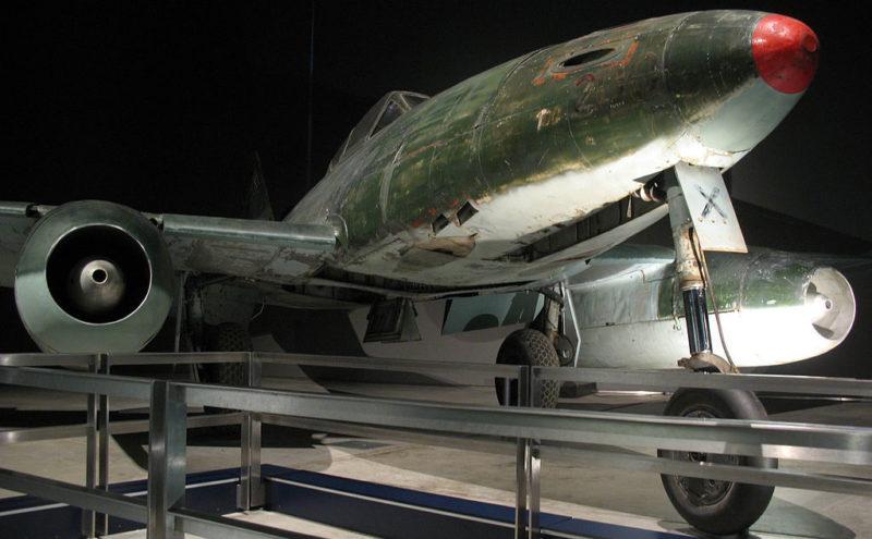 Истребитель Ме-262.