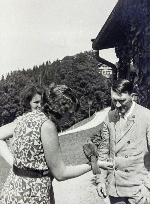 Гитлер с племянницей-любовницей