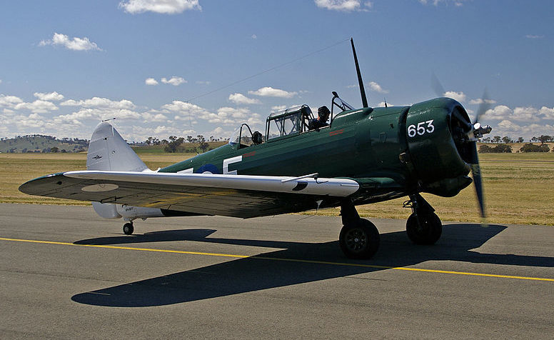Учебный самолет CA-16 Wirraway.