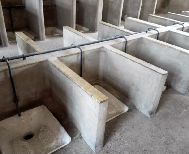 Туалет в бараке.