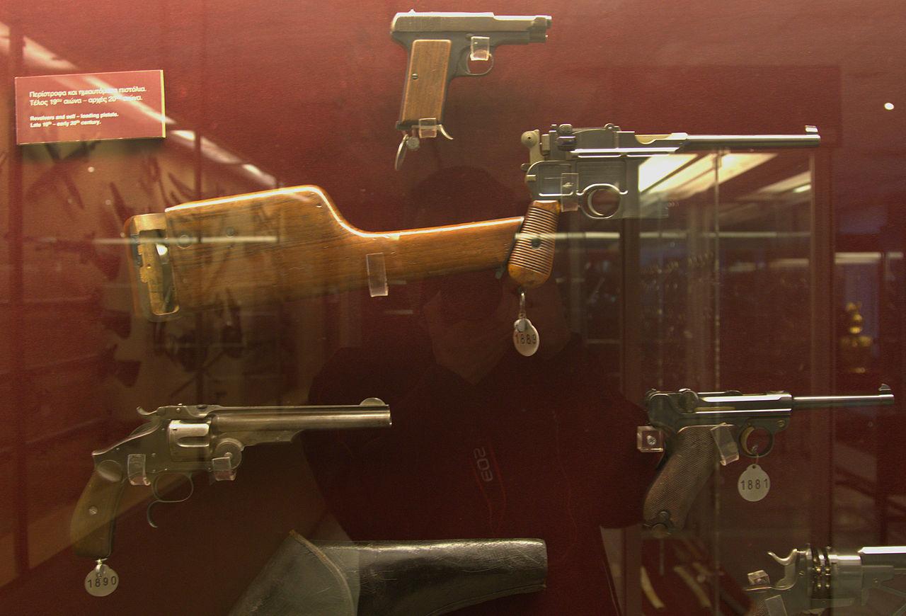 Пистолеты в музее.