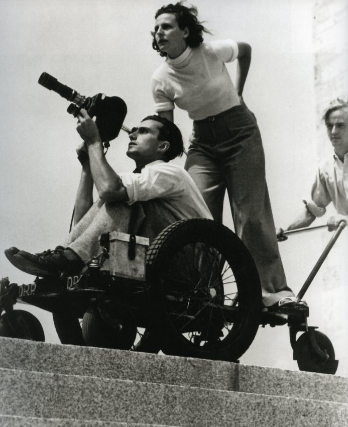 Режиссер Лени Рифеншталь на съемочной площадке.