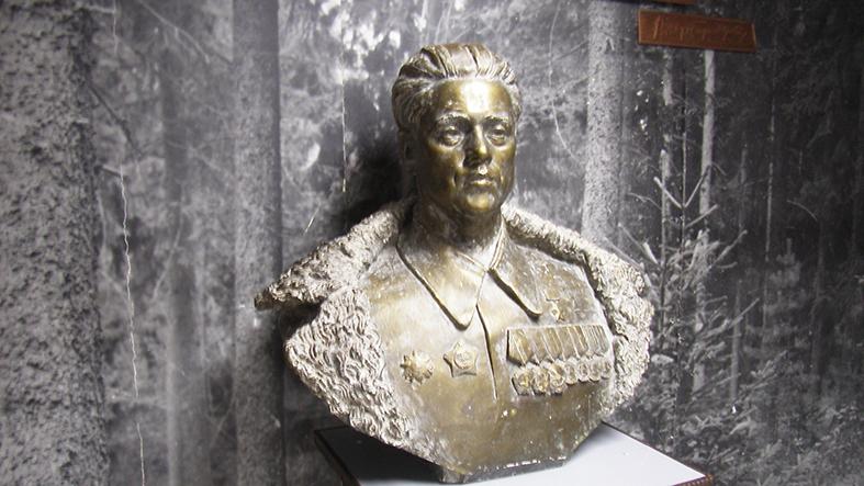Бюст В.Е. Лобанка