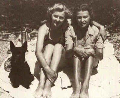 Ева Браун со старшей сестрой Ильзой.