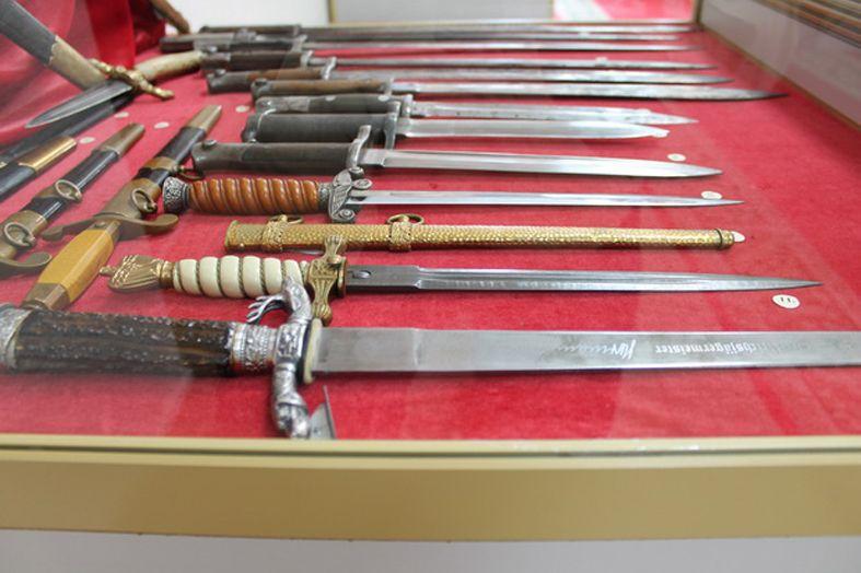 Коллекция холодного оружия.