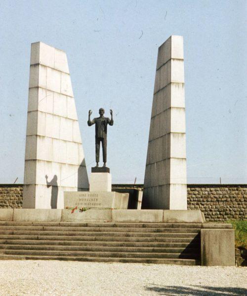 Памятник погибшим чехам.