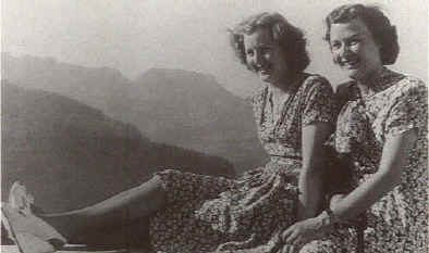 Ева Браун и ее подруга актриса El фон Мёллендорф.