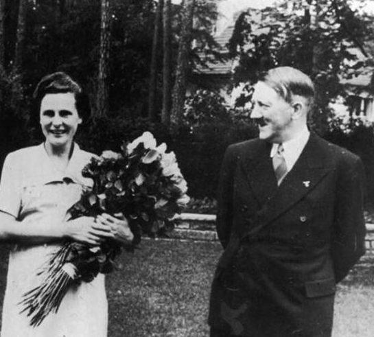 Лени Рифеншталь и Адольф Гитлер.